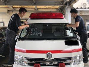 緊急車両のガラス交換