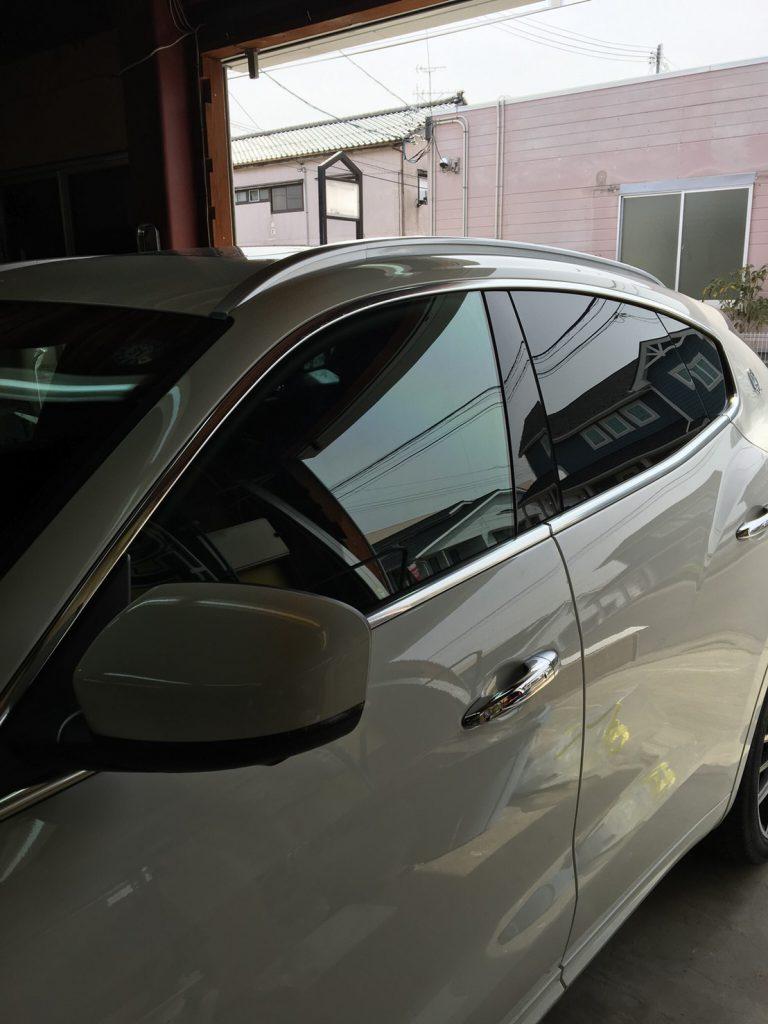 外車・高級車の窓ガラスフィルム貼付け
