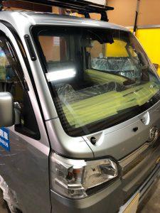軽トラック機能性カーフィルム貼り付け