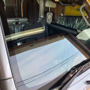軽トラック自動車ガラス交換