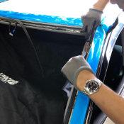 自動車のガラス交換(洗浄・ボンド付け)